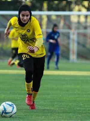 IRANIAN WOMAN PLAYING FOOTBALL